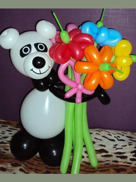 Панда с букетом