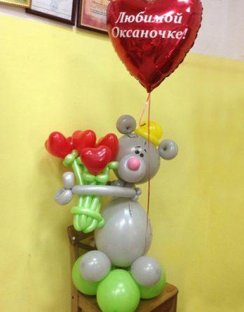 Мишка с букетом и сердцем
