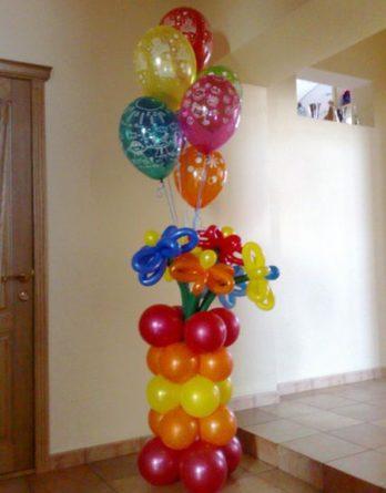 Вазочка с цветами и шариками